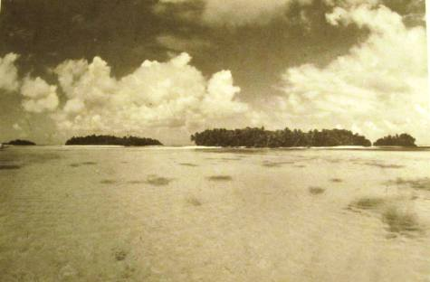 "This is the shallow reef area near Barre Island that Vincent V. Loomis presents in his 1985 book, Amelia Earhart: The Final Story, where witnesses say Amelia Earhart ""ditched on a reef, about 100 yards offshore,"" on July 2, 1937. These three islands are the so-called Endrikens where artifacts thought to be from the Earhart Electra were recently found."