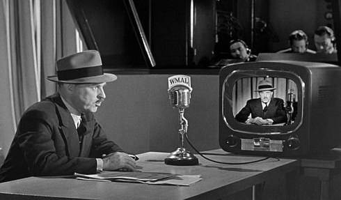 The Day the Earth Stood Still (1951) Washington Commentators Elmer Davis, H.V. Kaltenborn and Drew Pearson appear as themselves when an alien spaceship lands in Washington D.C.